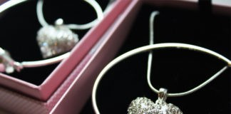 Jak dobrać biżuterię ślubną?