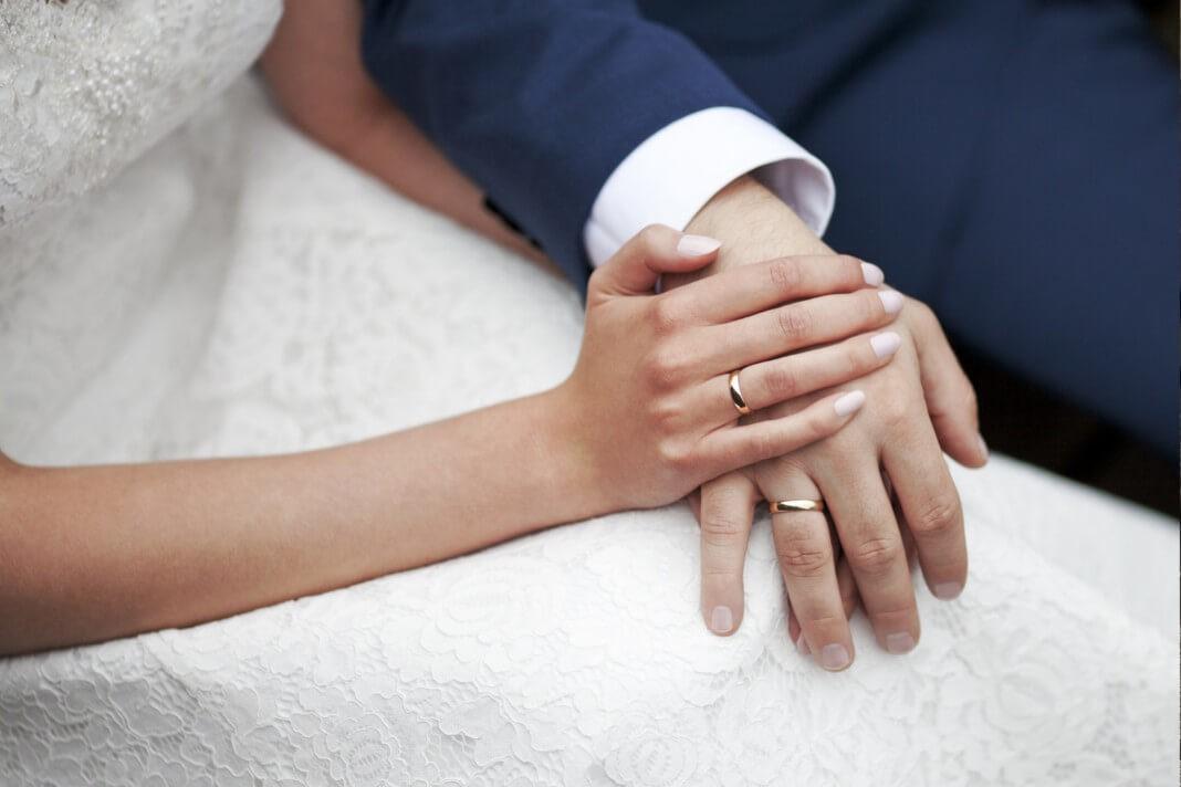 Obrączki ślubne – klasyka czy bogate zdobienia