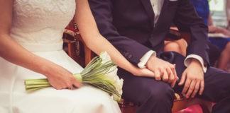 Obrączka ślubna - na której dłoni nosi się obrączkę