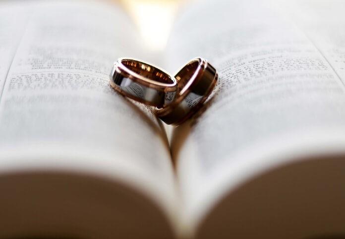 Znaczenie obrączki ślubnej oraz przesądy z nią związane