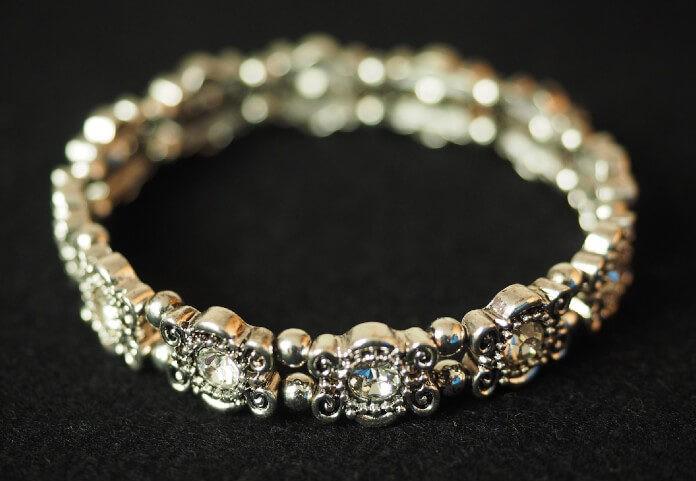 Co podarować wybrance zamiast pierścionka zaręczynowego