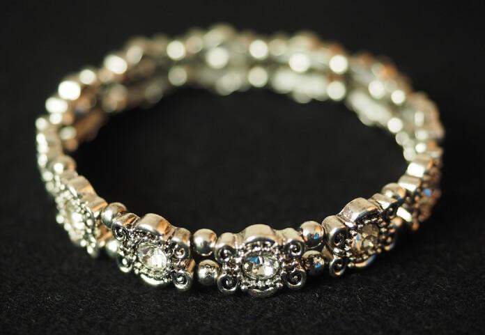 77cb10a1c90798 Co podarować wybrance zamiast pierścionka zaręczynowego?