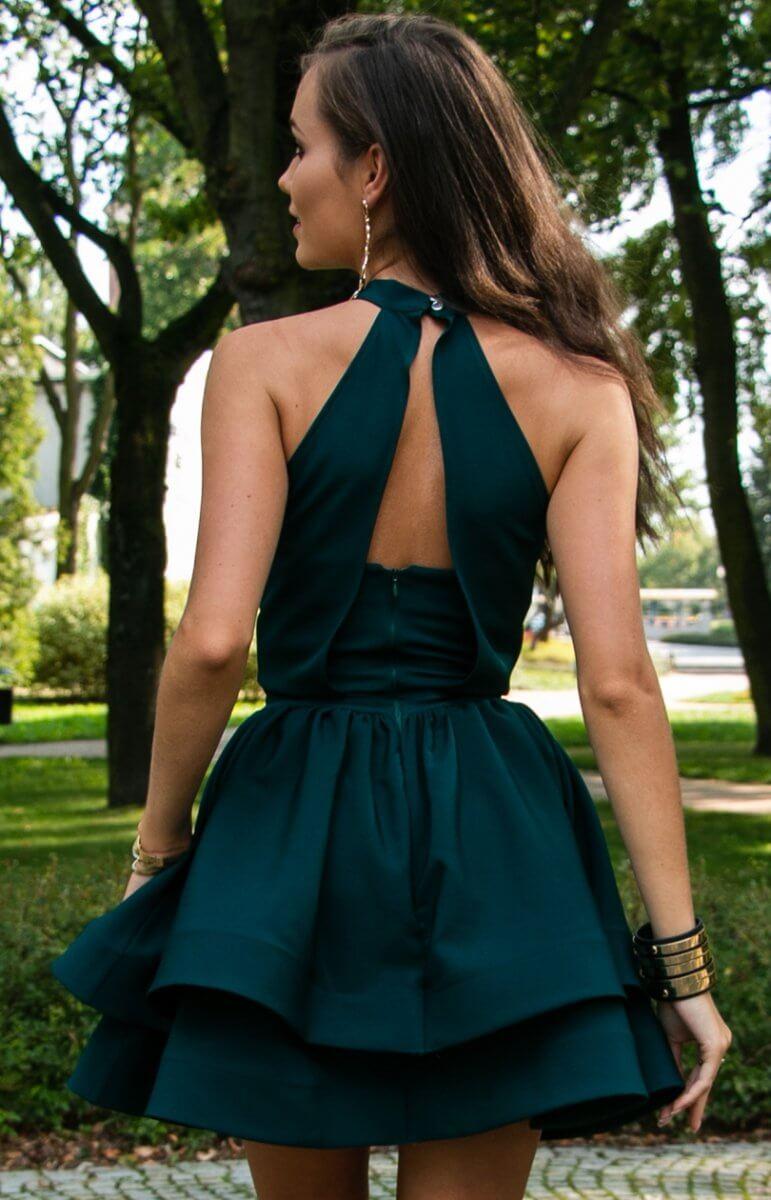 Modelka w weselnej sukience
